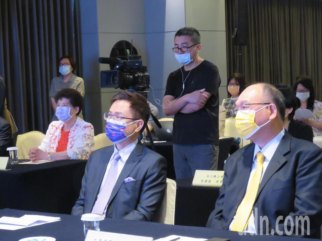 經濟部國際貿易局委託外貿協會上午在台中舉辦「全球機械線上採購大會」。記者黃寅/攝...