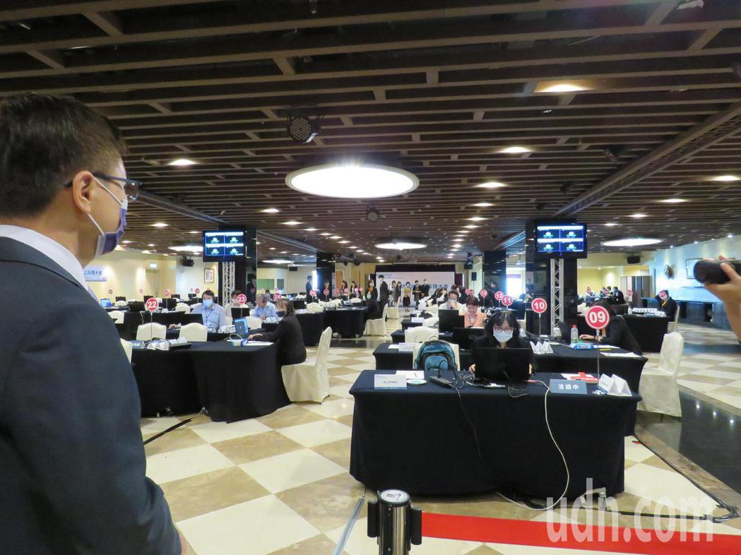 經濟部國際貿易局委託外貿協會上午在台中舉辦「全球機械線上採購大會」,總計吸引44...