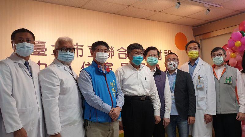 農委會主委陳吉仲因感嘆中南部空汙問題而哽咽,卻遭台北市長柯文哲酸說「內心很慚愧還是怎樣」。記者胡瑞玲/攝影
