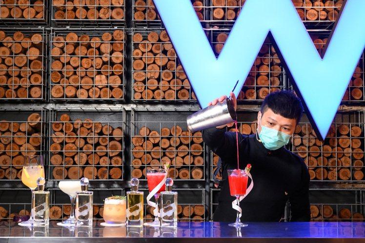 香緹卡 x W Taipei聯名花漾女人主題調飲。圖/香緹卡提供 提醒您:喝酒不...