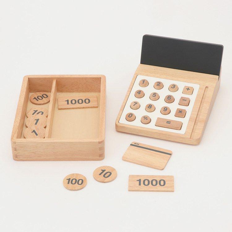 無印良品木製扮家家酒玩具收銀機/2,190元。圖/MUJI無印良品提供