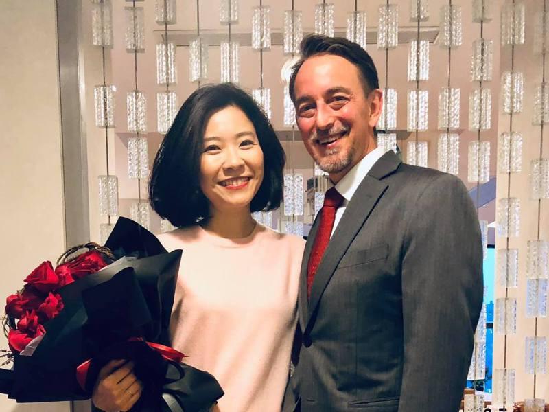 台灣飲食作家莊祖宜與夫婿、美國前駐成都總領事林杰偉。圖/取自莊祖宜臉書