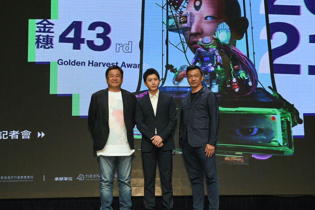 左起瞿友寧導演、金馬影帝莫子儀和黃信堯導演擔任「金穗導師」。圖/金馬執委會提供