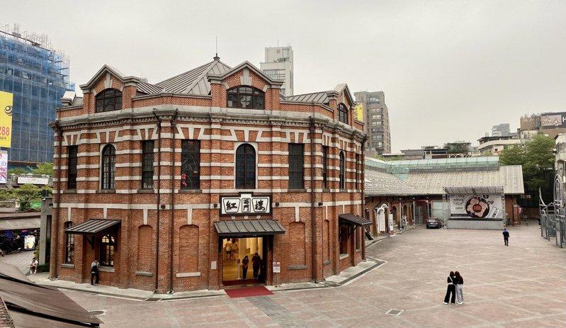 台北西門紅樓為1908年所建,建築主體紅樓為「八卦」造型,連結著「十字架」結構建築,相傳過去西門町這一代是一片亂葬崗,用來封印該處亡靈。記者黃義書/攝影
