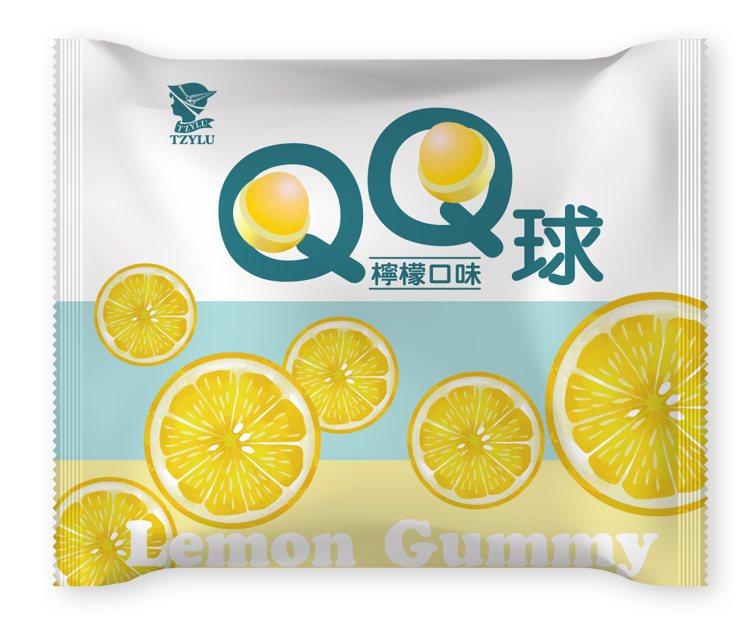 萊爾富推出超商獨家新品,全台限量5萬包的「滋露檸檬口味QQ球」,售價25元。圖/...