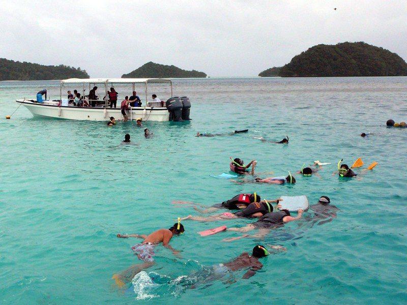 台灣遊客偏愛去帛琉浮潛。歐新社