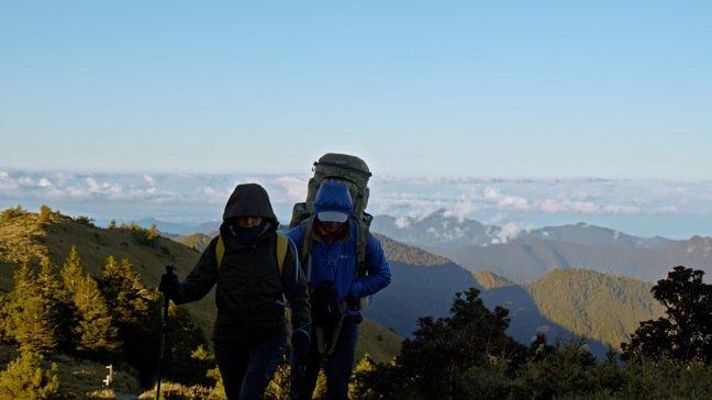第二集由登山家張元植帶著媽媽挑戰聖稜線。圖/公視提供