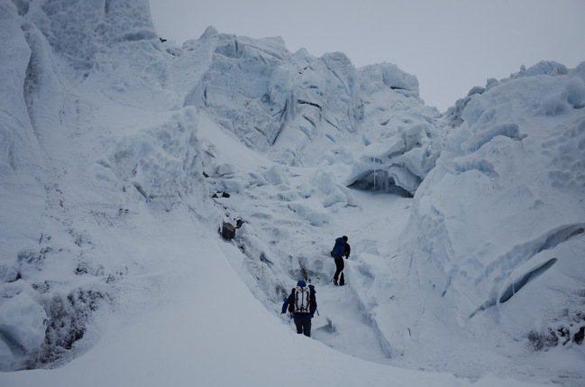 敢於冒險的登山家,渴望前往遼闊荒涼的世界邊緣,鍛鍊心神、實現自我。圖/陳德政攝影...