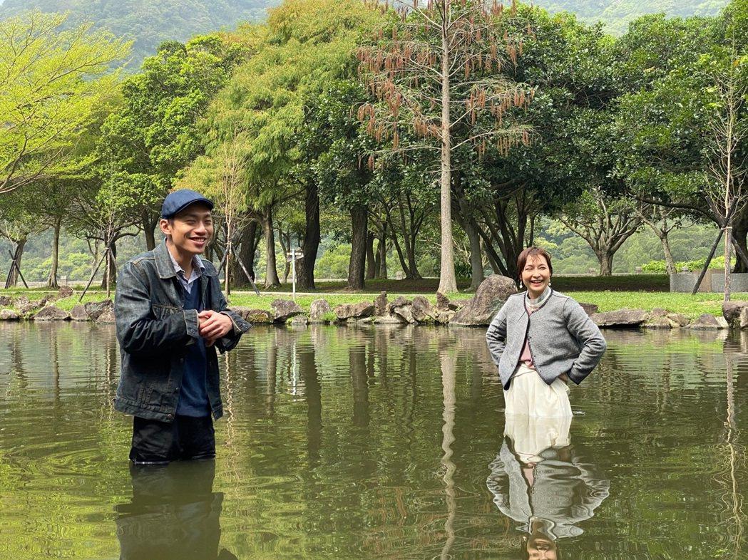 「多情城市」放大絕,演員要在湖中打架。圖/民視提供