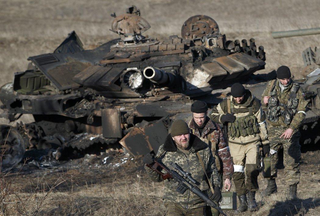 圖為烏東的親俄部隊。 圖/ 美聯社