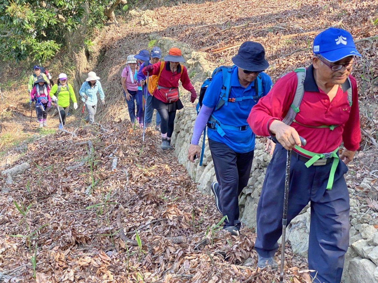 探索古道祕境,最好也能由專業教練領軍。 圖/ORT極路勇者工作坊提供