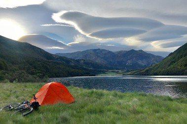 愛上Bikepacking——流浪者日誌阿茅:帶最少物品,睡在美麗山景