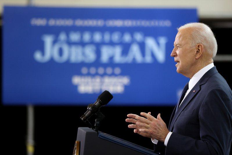 美國總統拜登3月31日提出的基建方案,其中包括以500億美元扶植半導體製造、研發。  路透