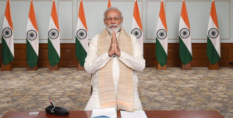 印度總理莫迪(Narendra Modi)11日推動為期4天的「疫苗接種節」,力促更多合格的印度人施打疫苗。 美聯社