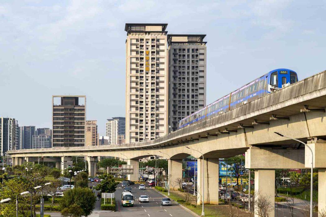 青埔特區距離機場不遠、又有捷運和高鐵,曾經的空城,如今「人氣」高漲。天下雜誌/提...