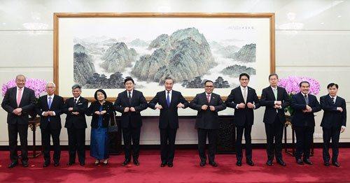 結束中東行後,王毅又向東協四國外長發出訪問大陸的邀請。 圖/摘自澎湃新聞