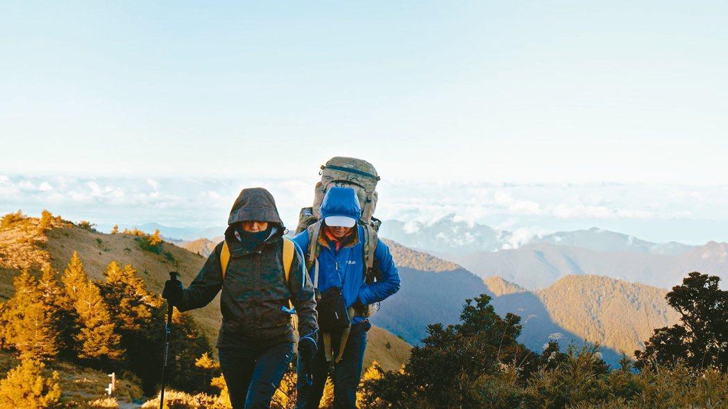 第二集由登山家張元植帶著媽媽挑戰聖稜線。 圖/公視提供