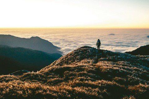 第一集記錄登山家詹喬愉與奇萊北峰之間的故事,山上天氣多變,劇組攻頂三次才拍到峰頂...
