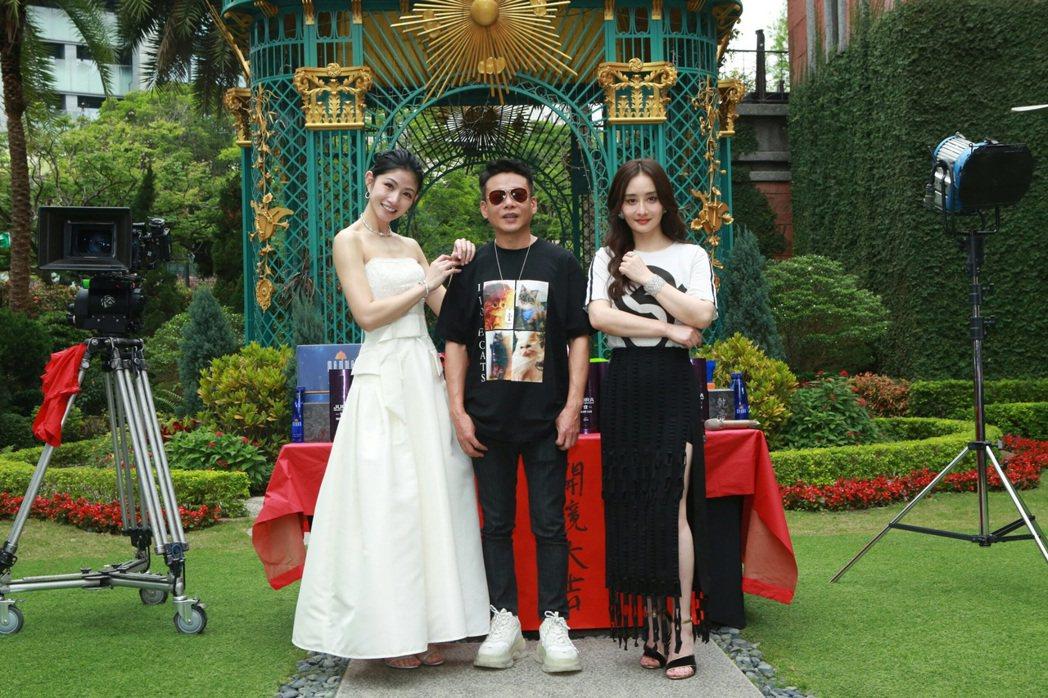 左起李千那、李康生、陳德容為「山中森林」開鏡。圖/禾力文創提供