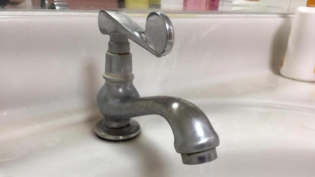 台水提供民眾下載「台水臨時供水站」App,了解供水情形。記者楊濡嘉/攝影