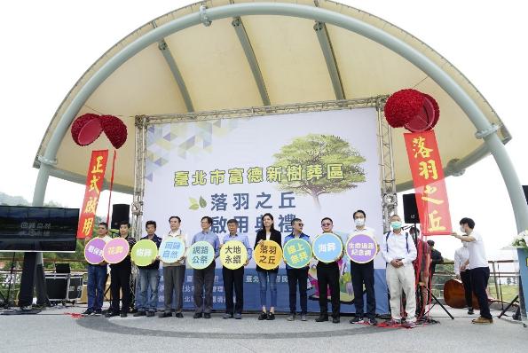 台北市長柯文哲今主持富德新闢樹葬區「落羽之丘」啟用。柯表示,台北市去年選擇環保葬人數有5016人,比例達27%,連他第一次看到這數字,都嚇一跳、相當驚訝。圖/北市媒體事務組提供