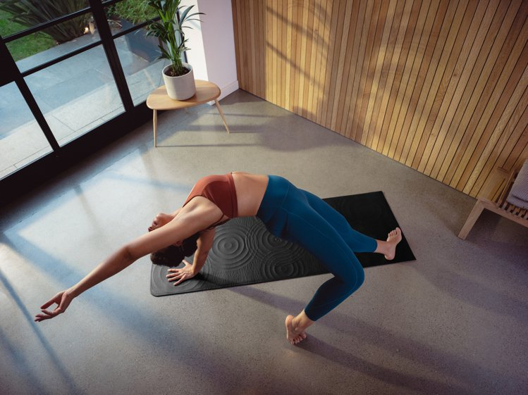 lululemon Take Form瑜珈墊1,080港幣。圖/lululem...