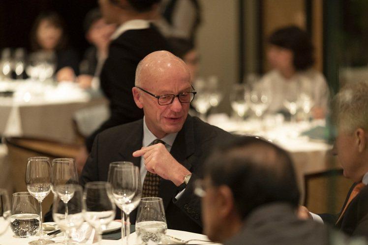 誠品酒窖27年來持續舉辦精緻品酒餐會,邀請德國Egon Müller酒莊莊主來...