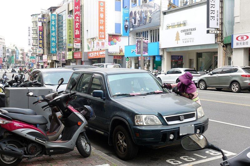 嘉義市公有停車格,4月4日清明節暫停收費一天。記者卜敏正/翻攝