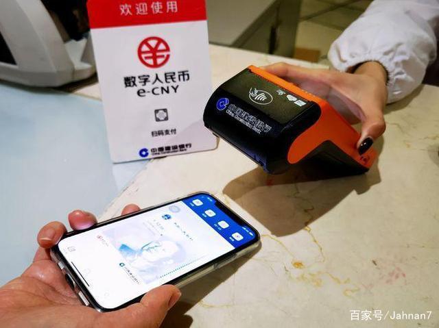香港手機號匿名註冊開通後,香港人在深圳也能使用跨境支付,體驗數位人民幣消費。圖源...