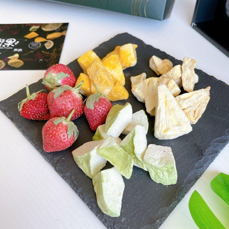 高雄青農蕭旦倫開發的果脆,保留水果的原形與氣味。圖/高雄市農業局提供