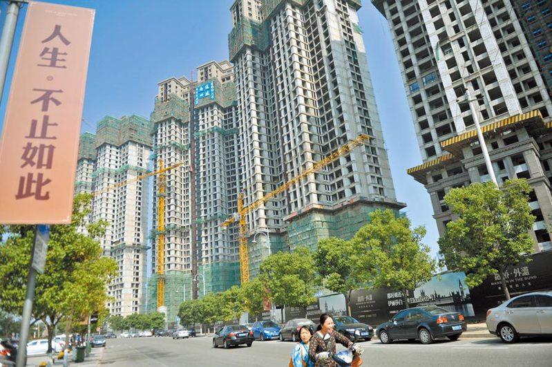 截至3月31日,大陸50城賣地金額達人民幣7,020.99億元。中新社資料照片