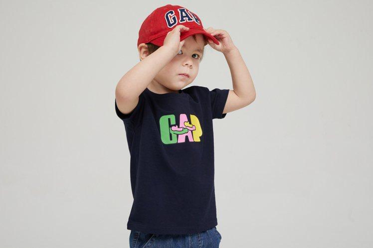 GAP和設計師Ken Lo聯名系列童裝499元。圖/GAP提供