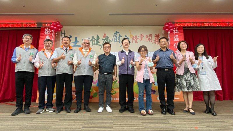 台北市聯合醫院推出的萬華社區健康廚房今開幕。圖/北市聯合醫院提供