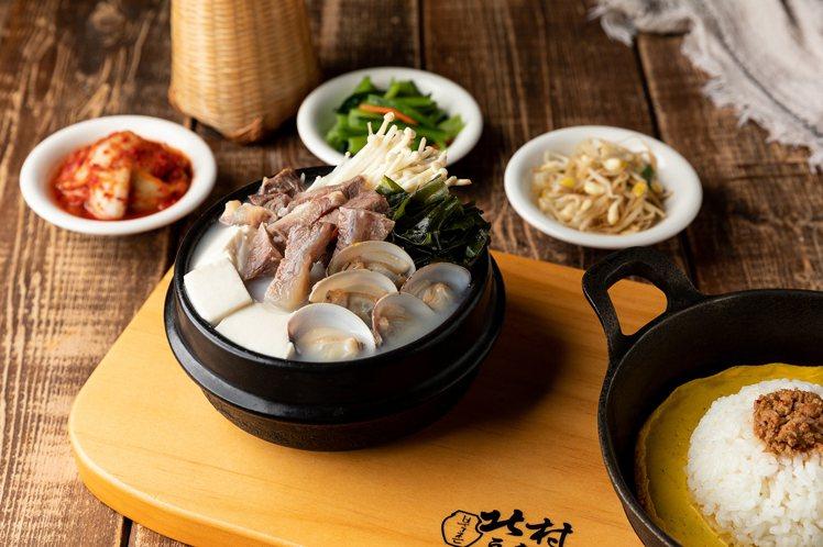 北村豆腐家新推出的「蛤蜊海帶嫩豆腐煲」,每份328元。圖/北村豆腐家提供