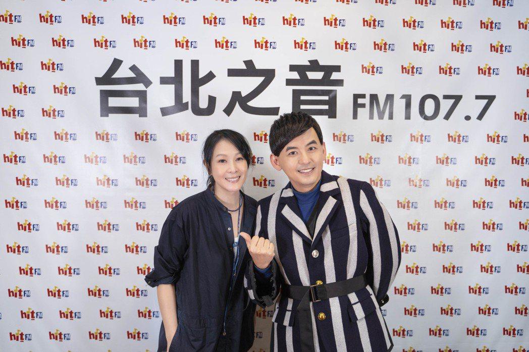劉若英(左)邀來黃子佼擔任廣播節目嘉賓。圖/Hit Fm聯播網提供