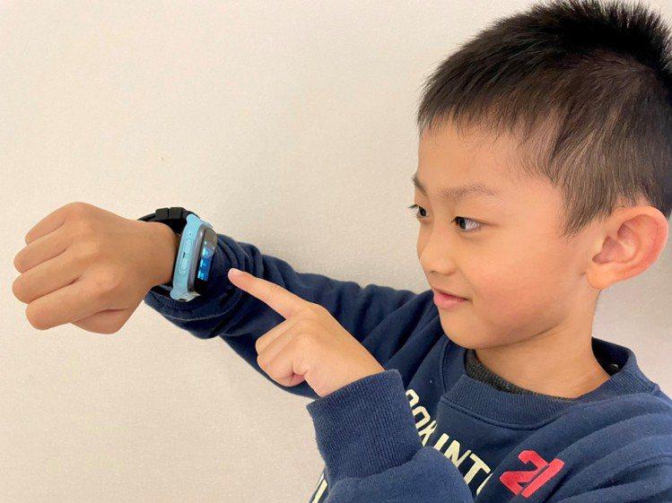 遠傳電信推出「兒童定位手表方案」,360兒童手表E2台灣版專案價0元起。圖/遠傳...