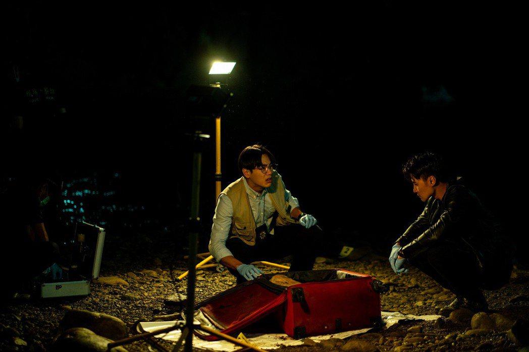是元介、禾浩辰在「靈語」演出警探搭檔。圖/甲上提供
