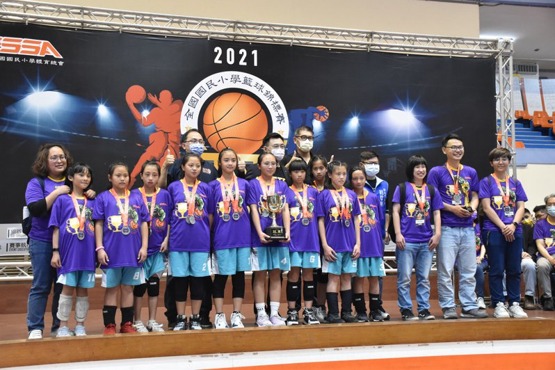 2021全國國民小學籃球錦標賽閉幕式今天在新北板橋第二體育館舉辦。記者江婉儀/攝影