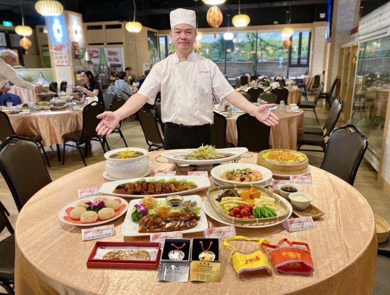 母親節快到了,台中知名餐廳阿秋大肥鵝推出母親節溫情饗宴。記者宋健生/攝影