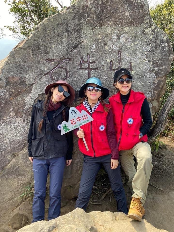 田馥甄(左起)、Selina與Ella一有空閒就會相約合體爬山,地點為新竹石牛山...