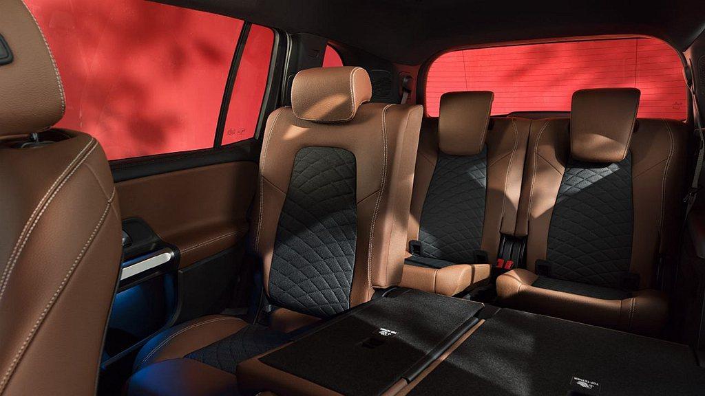 賓士GLB 200也在新年式車型同步新增七人座車型。 圖/Mercedes-Be...