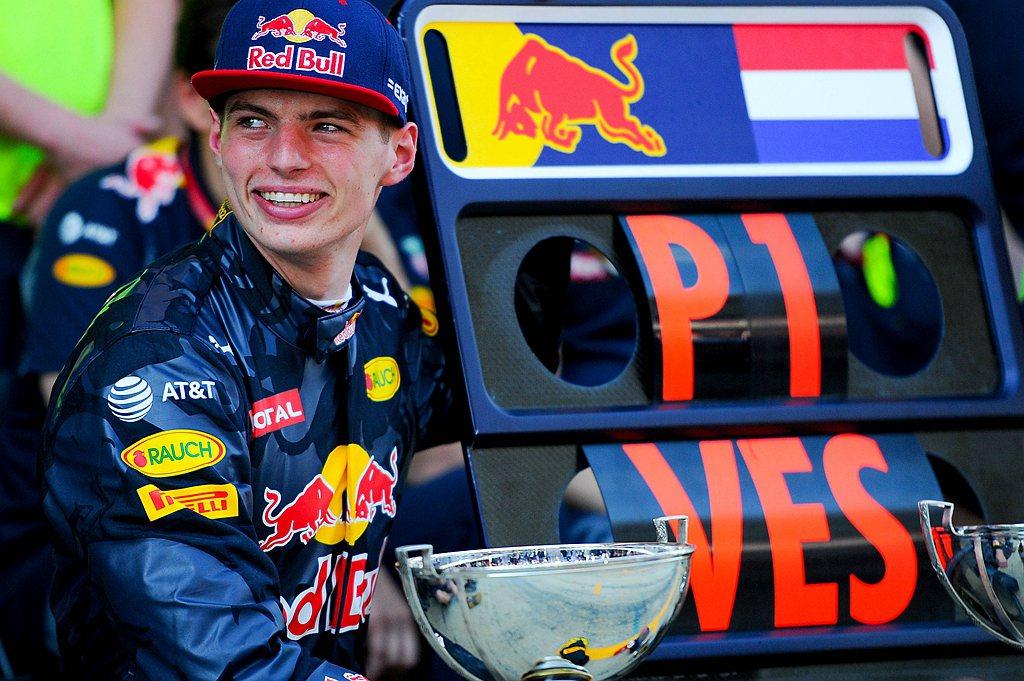 現年23歲的Verstappen自從17歲成為F1史上最年輕的分站冠軍車手,20...