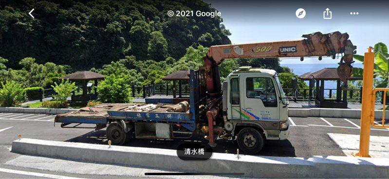 網友使用Google街景查到工程車完整的樣子。圖/翻攝自PTT