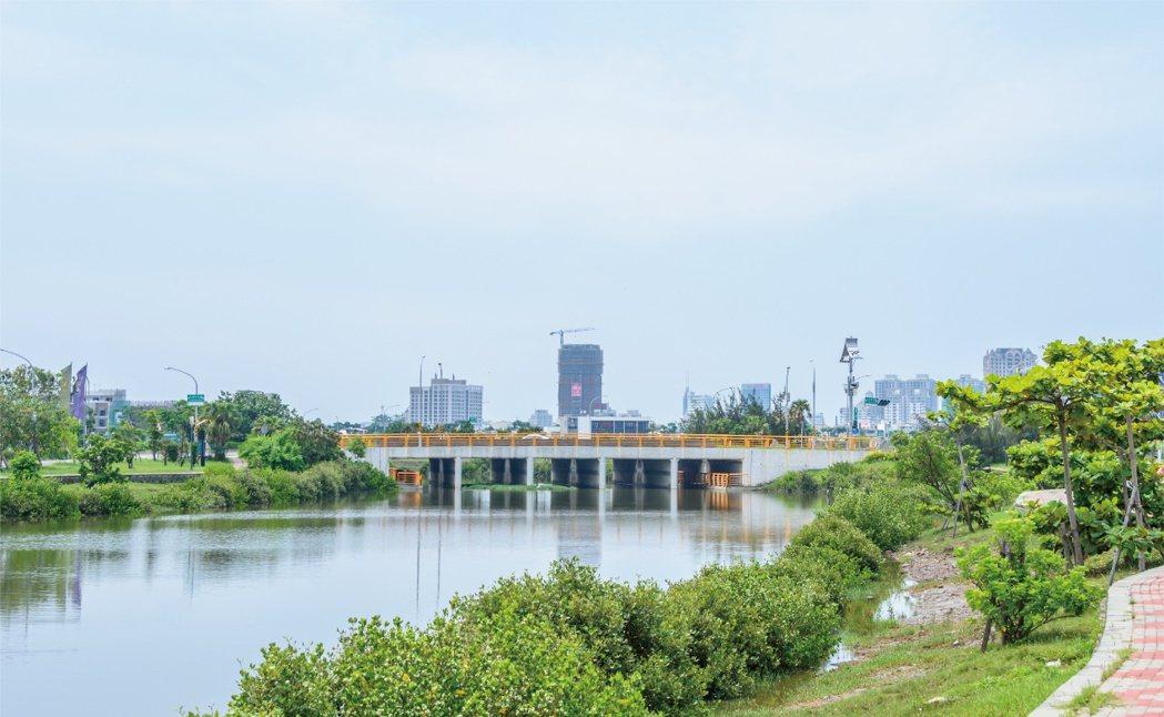 九份子重劃區為全台首座低碳示範社區,區段發展以生態河為核心,沿線土地多規劃河景地...