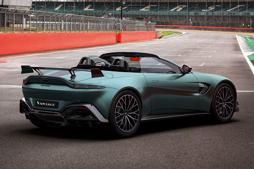 Aston Martin Vantage F1® Edition提供前、後方共計...