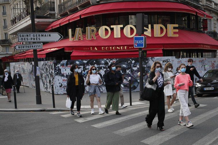 巴黎發現新型變種病毒「宏利孟多」。法國疫情不止,將啟動為期4周的封城。 美聯社