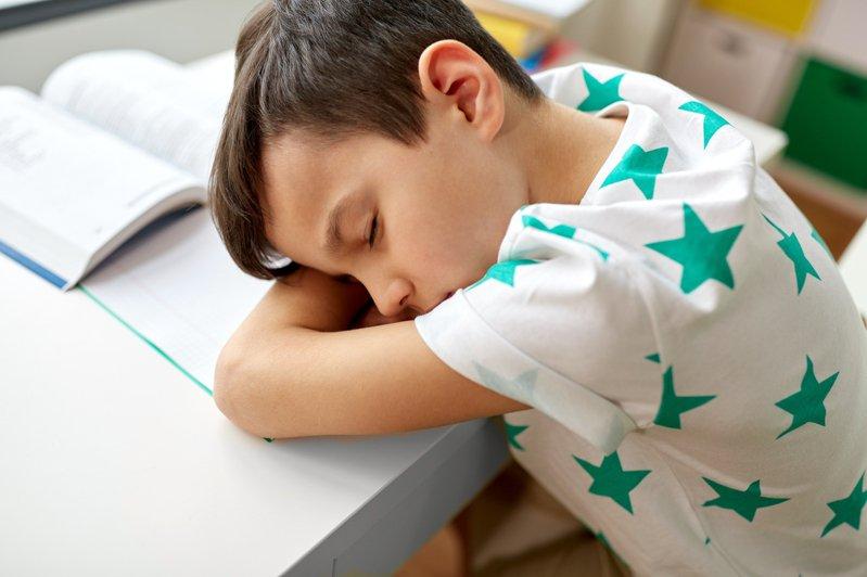 有爸爸為了教小孩功課而狂罵髒話,網友擔心此舉恐造成小孩心理創傷。示意圖/Ingimage