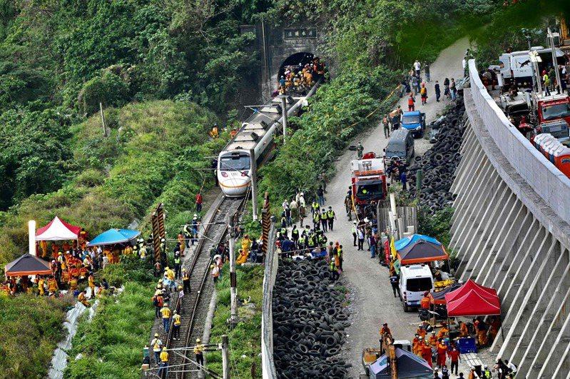 台鐵408次太魯閣號今(2日)在花蓮大清水隧道發生出軌事故。法新社