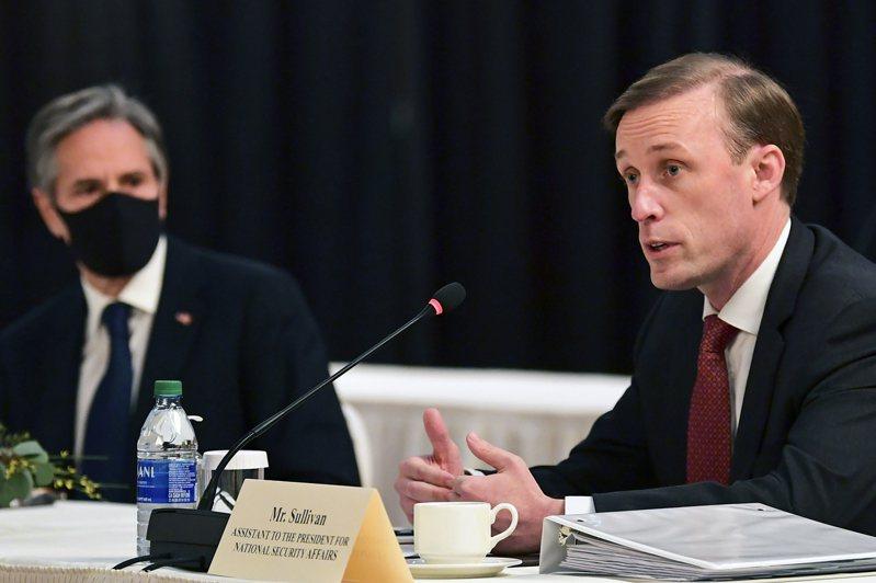 美國國安顧問蘇利文(右)與國家經濟委員會主任狄斯4月12日將辦峰會,與業界領袖討論晶片短缺問題。路透