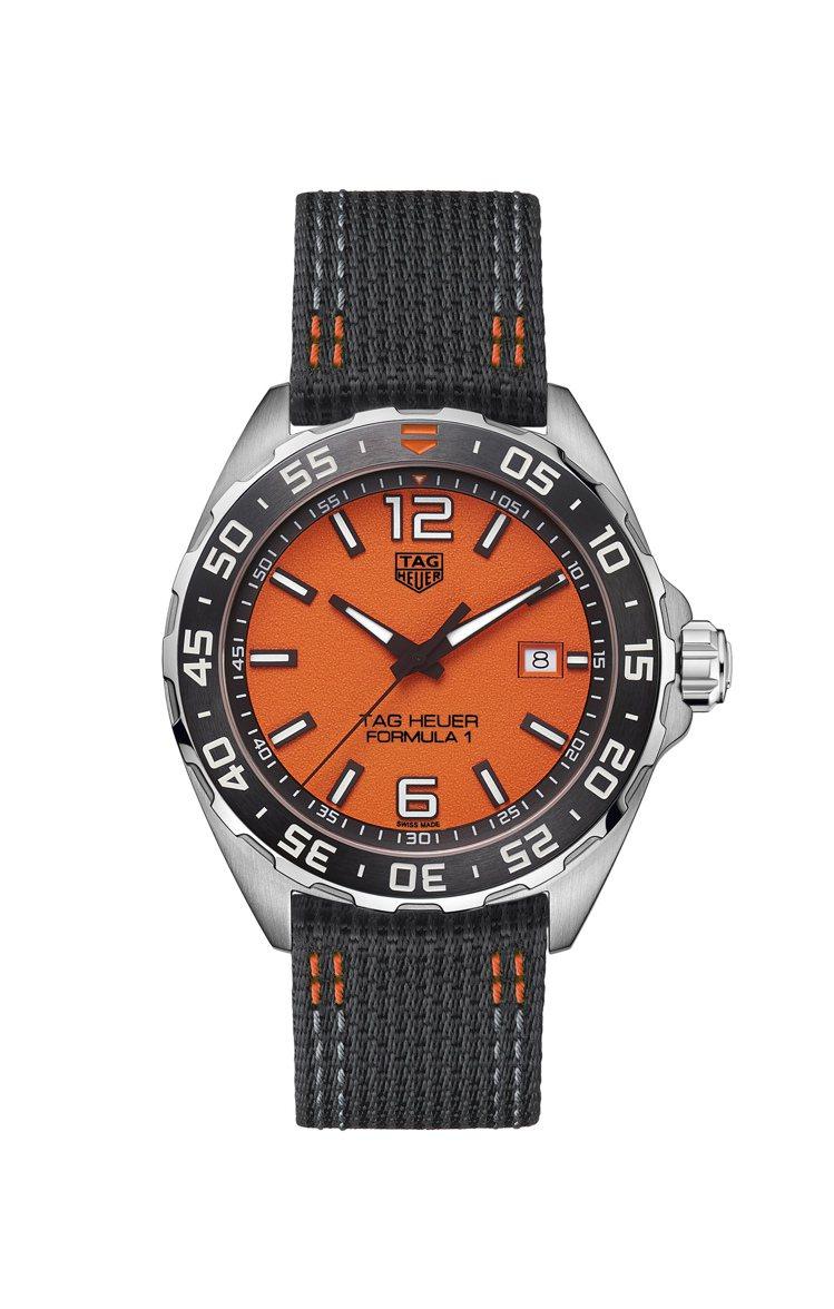 泰格豪雅F1系列腕表,精鋼表殼搭配陶瓷表圈、尼龍表帶,搭載石英機芯,約47,10...